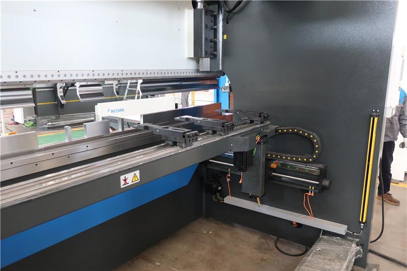 BGA-4 برای X و R-Axis CNC Backgauge