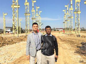 مشتریان بنگلادش می آیند به کارخانه جدیدی که ما می سازیم می رویم