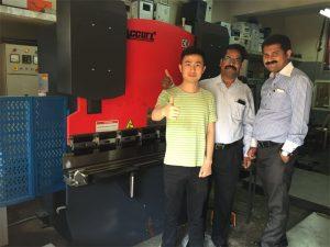 مشتریان هند از کارخانجات و ماشین آلات خرید بازدید می کنند