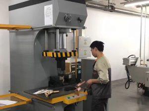ماشین پرس پرس هیدرولیک پرسرعت ژاپن در کارخانه ما