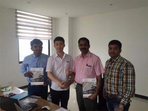 مشتریان سریلانکا با فناوری آقای Tai در دفتر ما بحث می کنند
