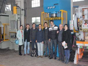 نمایندگی پرو به بازدید از کارخانه و ماشین آلات ما می آید