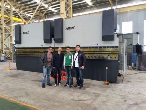 مشتریان ویتنام از کارخانه ما بازدید می کنند